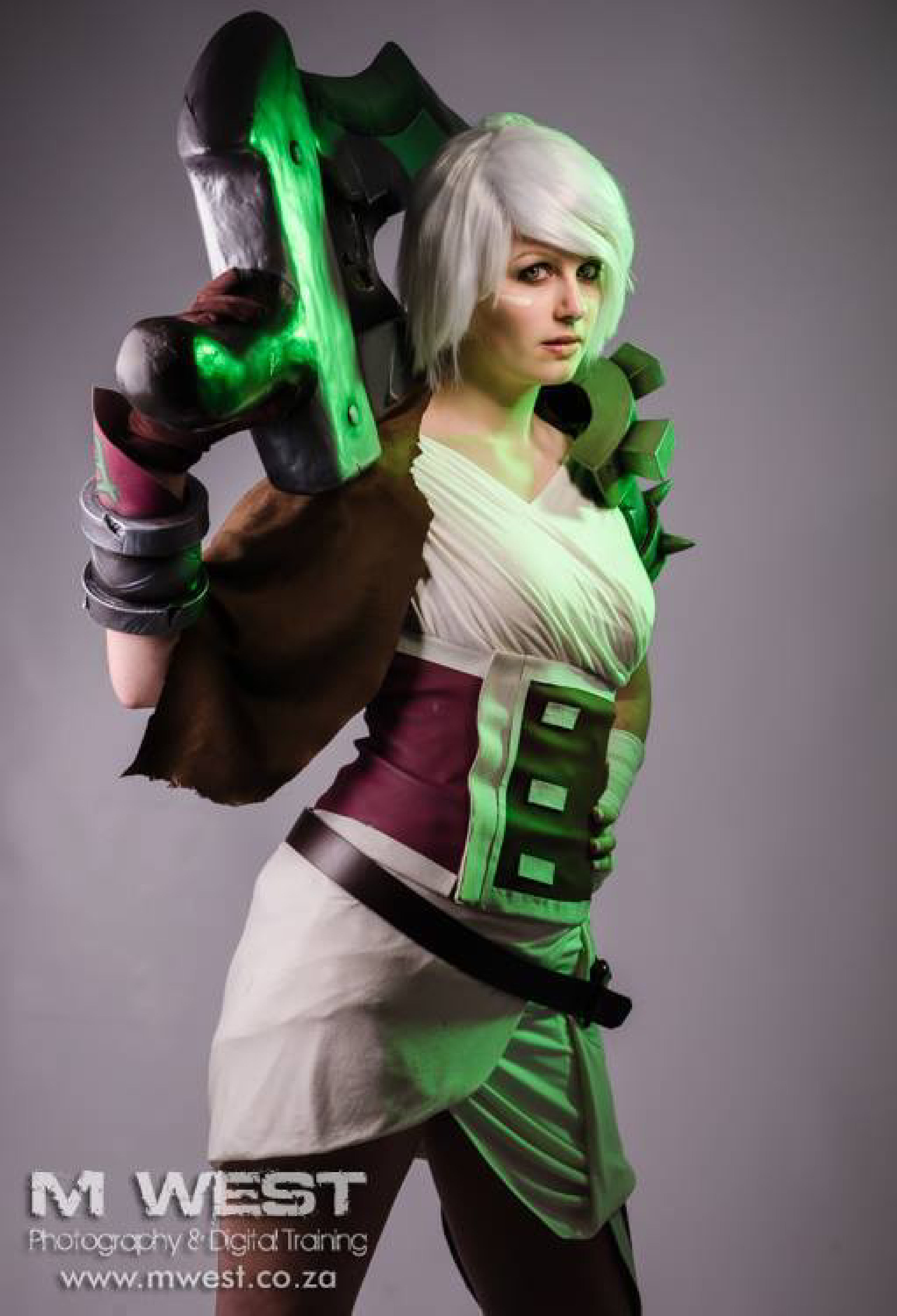 League of legends riven cosplay