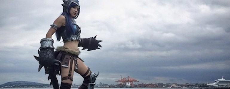 Armored Lady Toothless Cosplay