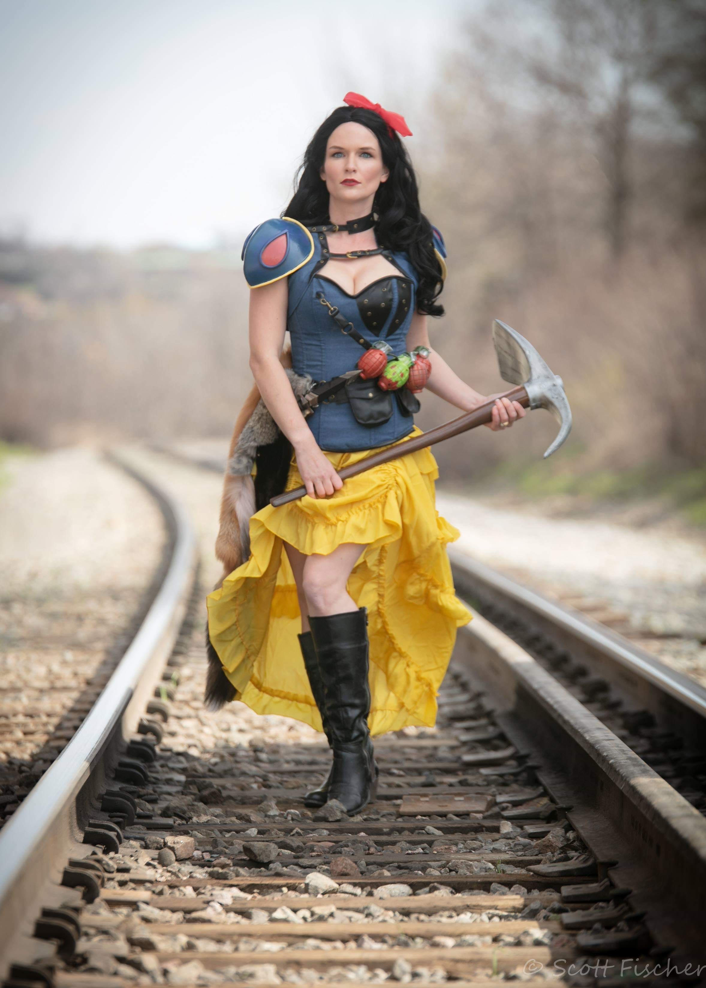 Fierce Post Apocalyptic Snow White Cosplay | Project-Nerd