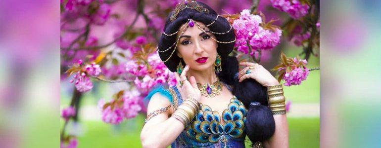 Stunning Princess Jasmine Cosplay